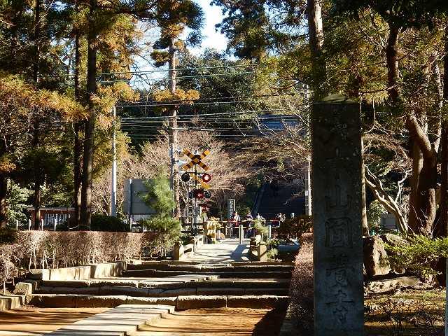 円覚寺正面踏切前